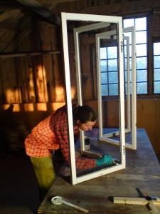 Anna renoverar fönster