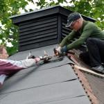 Pappning av tak på lusthuset