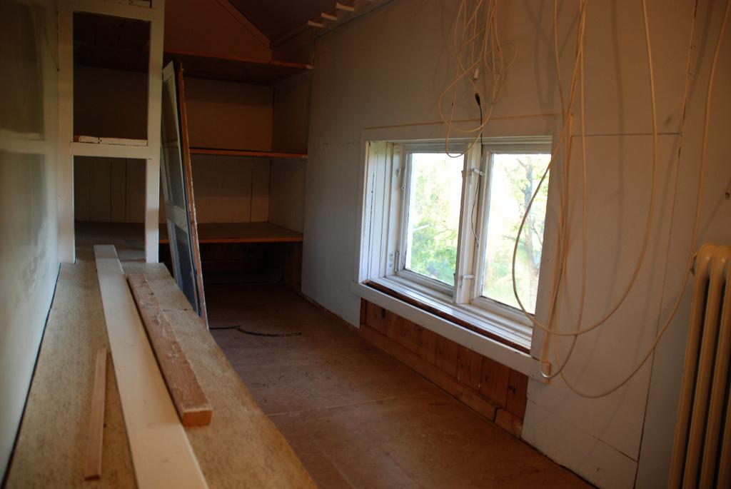 Garderob före renovering II