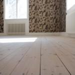 Nyslipat golv i gästrummet
